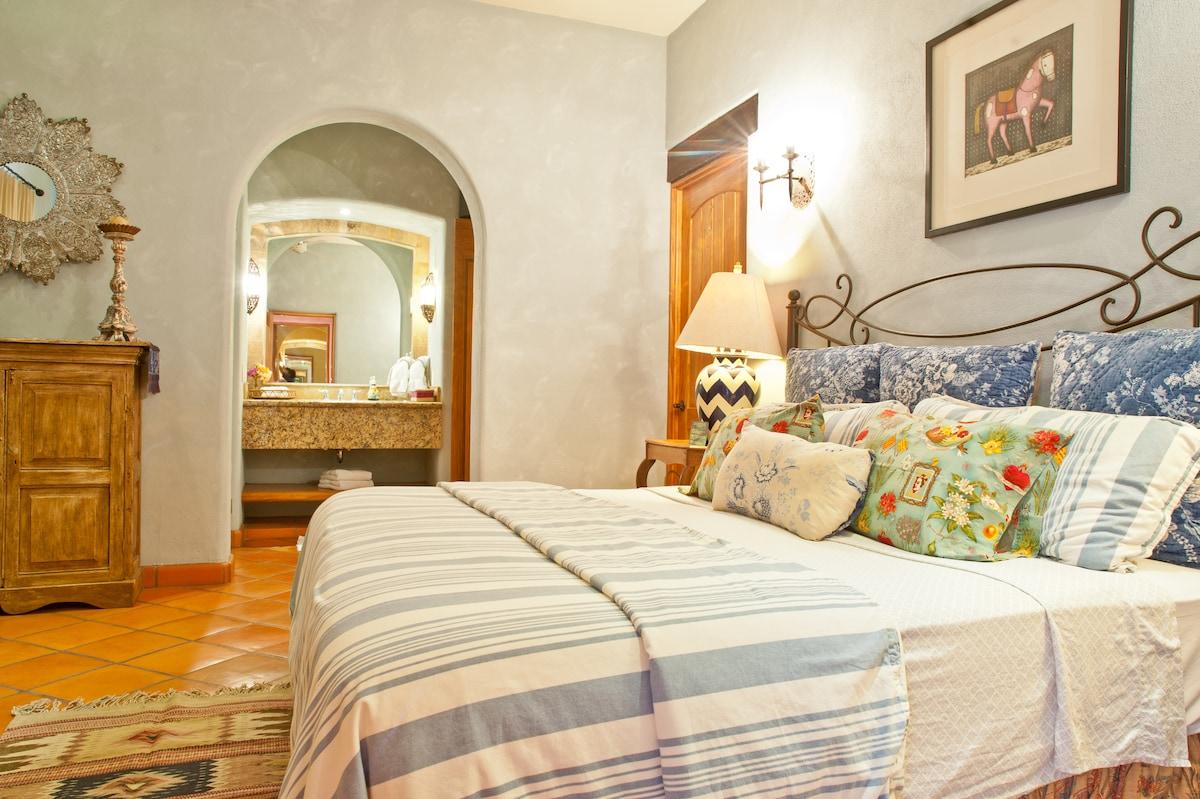 Lux Villa w/Staff, Steps to Beach!!