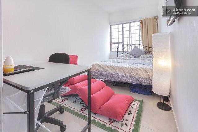 Room 6: khaki room