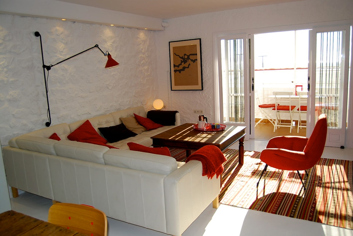 The seating area has plenty of natural light, the stone wall has dimmer lights for the evenings
