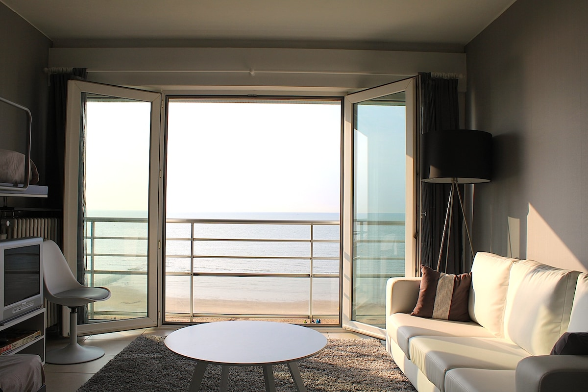 Studio with splendid sea view. ENJOY YOUR PRIVATE SUNSET!
