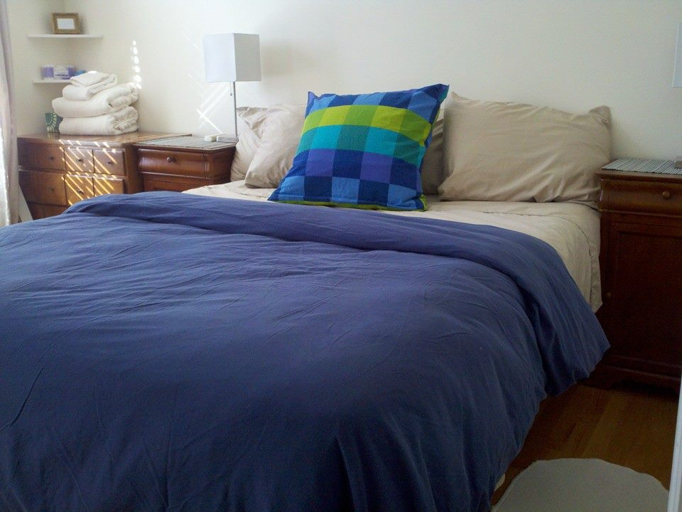 Clean  comfortable room with queen-sized bed. Slightly firm.mattress.  Comfortable pillows. Very high thread count sheets.
