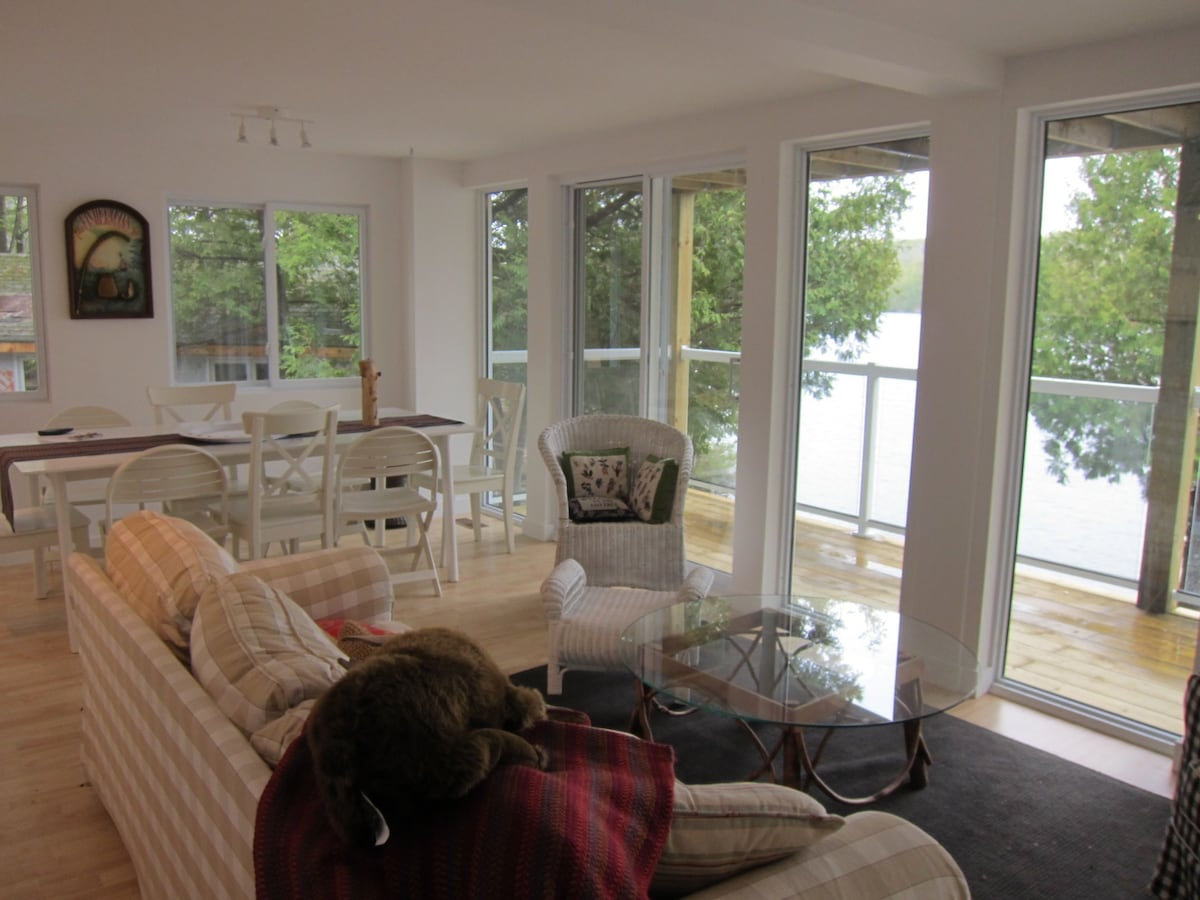 LakeCottage(Lower):2br awesome view
