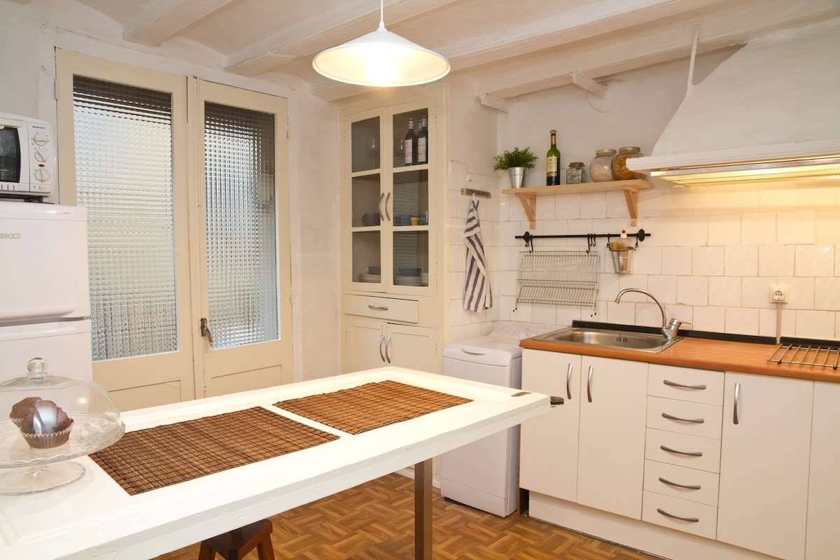 A fully equipped kitchen.