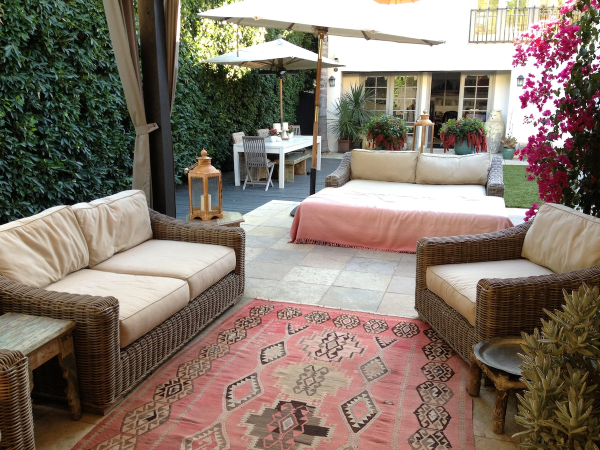OUTDOORS HEATED PATIO WITH SUN LOUNGER