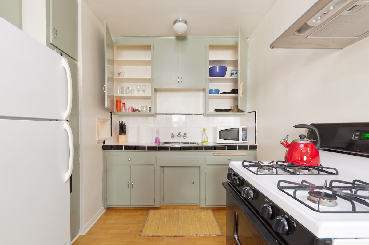 clean and beautiful kitchen, appliances all functional and plenty of cookware included in the apartment. make yourself at home! either eat at a cool nearby restaurant, or enjoy making yourself a meal!
