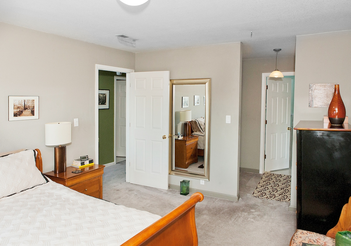 A second view of your private room. The door to the left goes to the hall and common areas, the door to the right is your private bathroom.