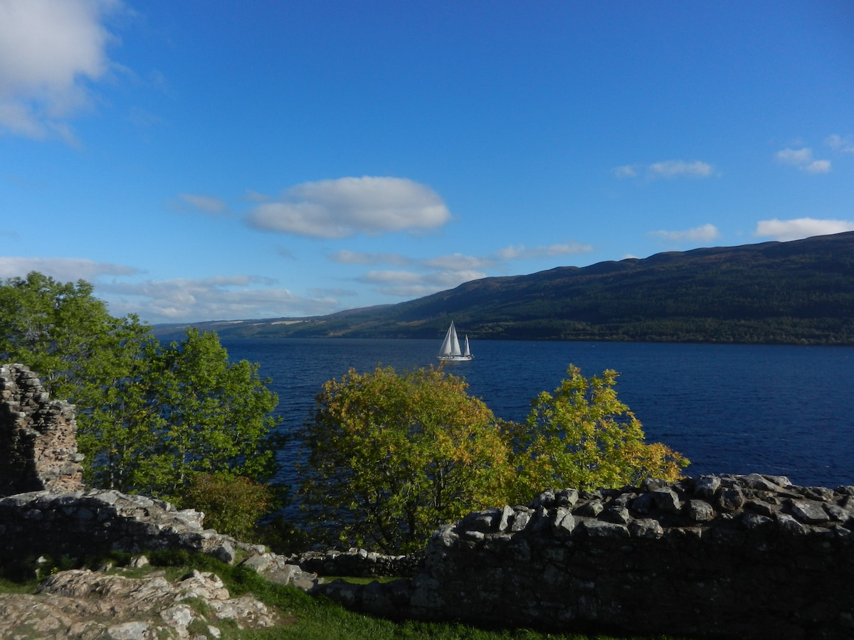 Urquhart Castle and Loch Ness are less than half a mile away.