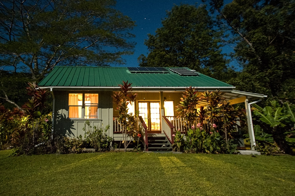 Romantic Hawaiian Honeymoon Cottage on eight acres all for YOU!