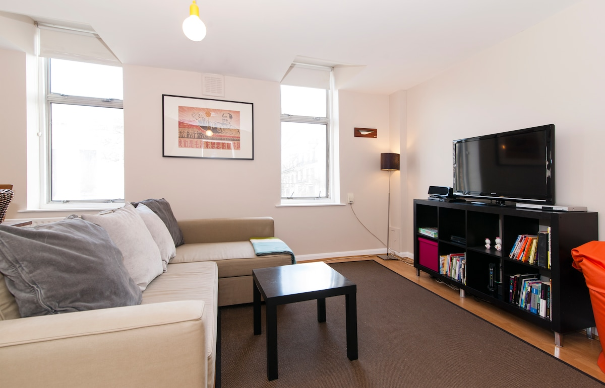 SPECIAL OFFER!! Trendy Spacious Apt