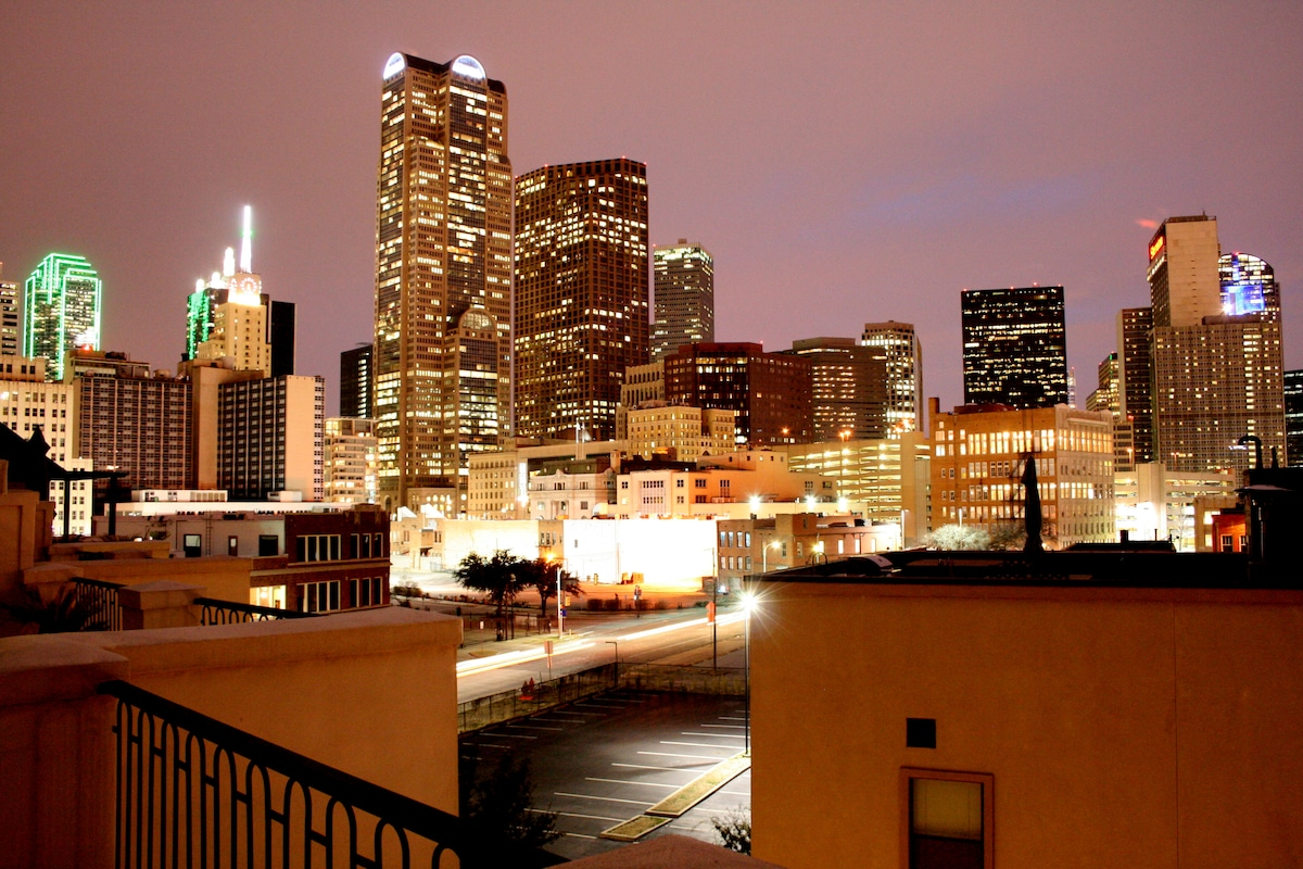 Rooftop Deck - night view