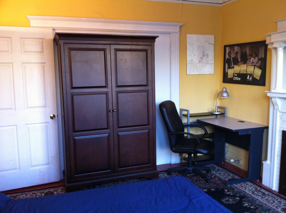 Office area of room. Fast Wi-Fi. We have an ink jet printer for your room not shown in pictures.