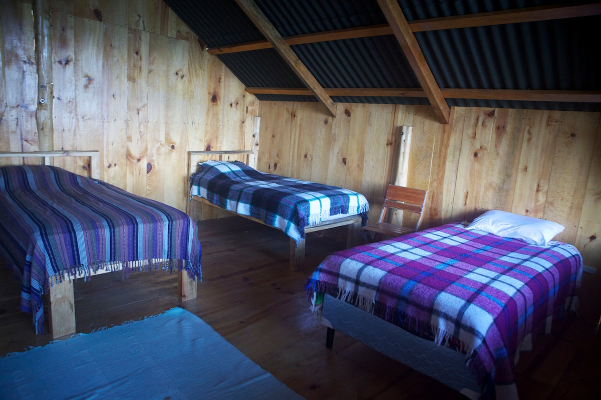 4  beds or two kingsize beds on each level.Can add extra beds