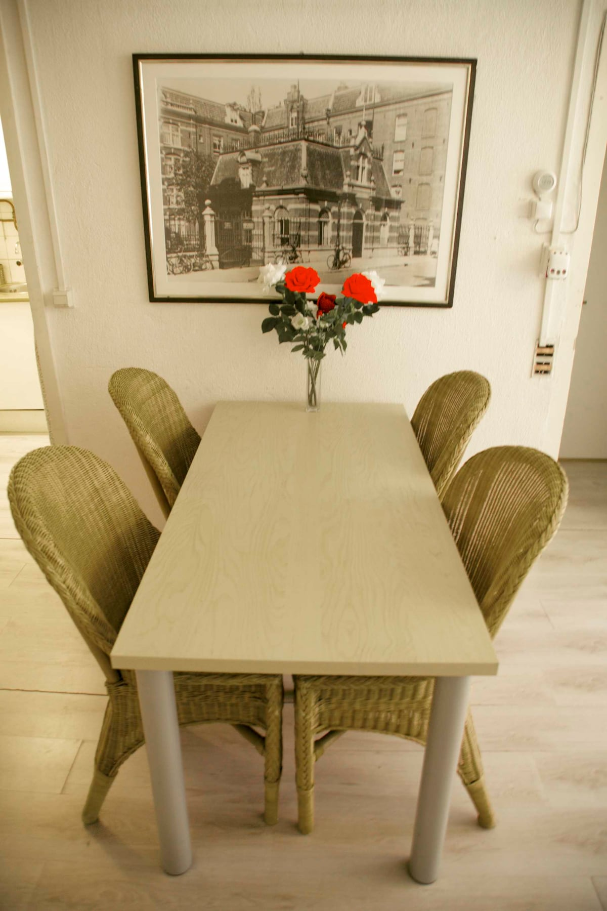 Living: dining table