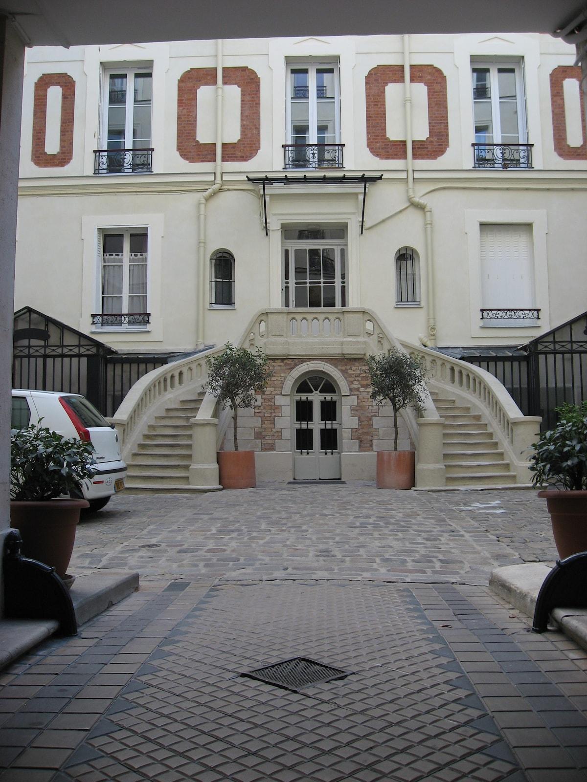 Small Quiet Room in Center of Paris