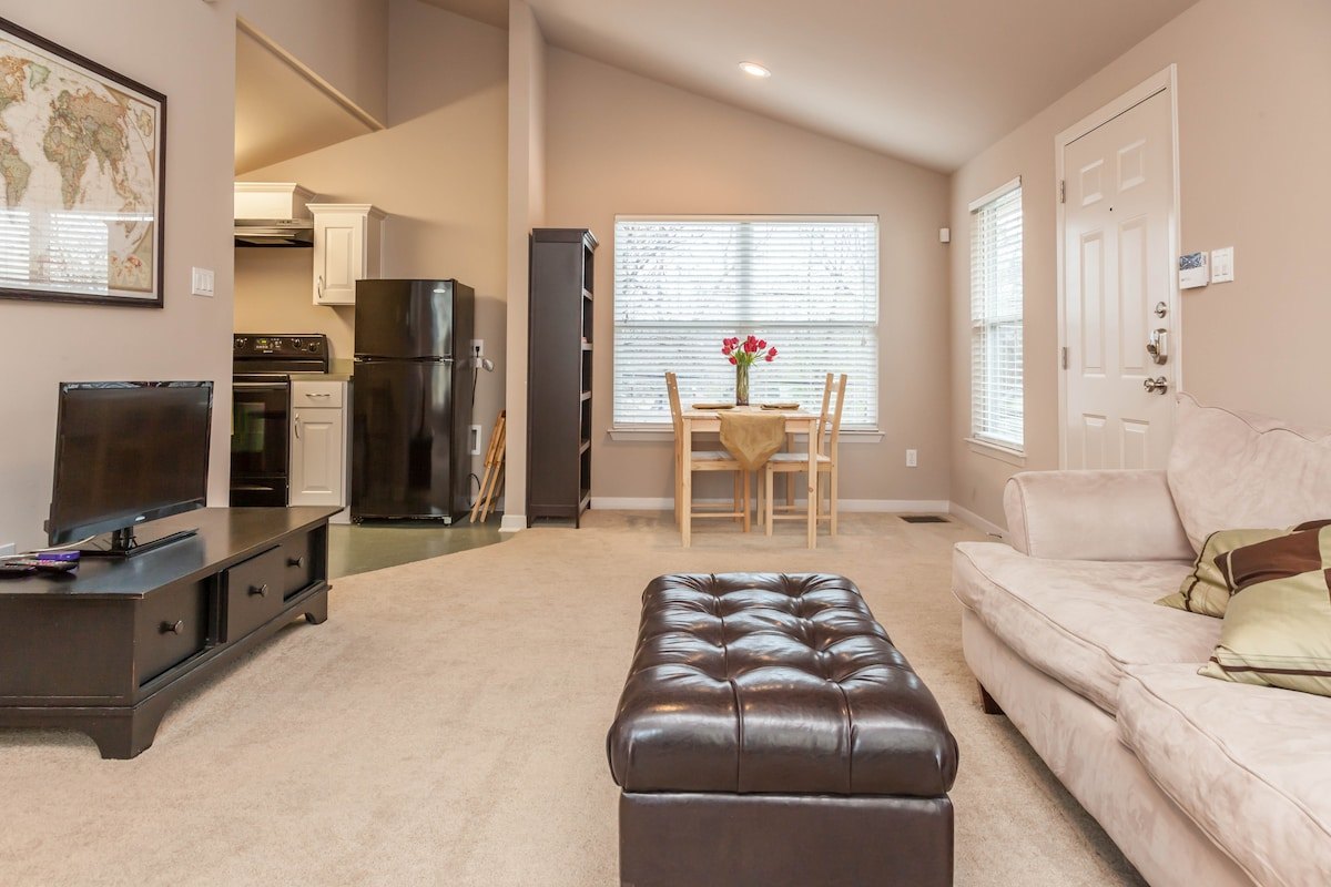 The apartment is 600 square feet, providing plenty of space.
