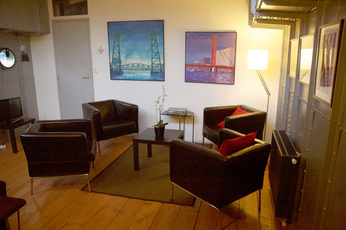 2-4 person Apartment on Loftboat Mizar Living