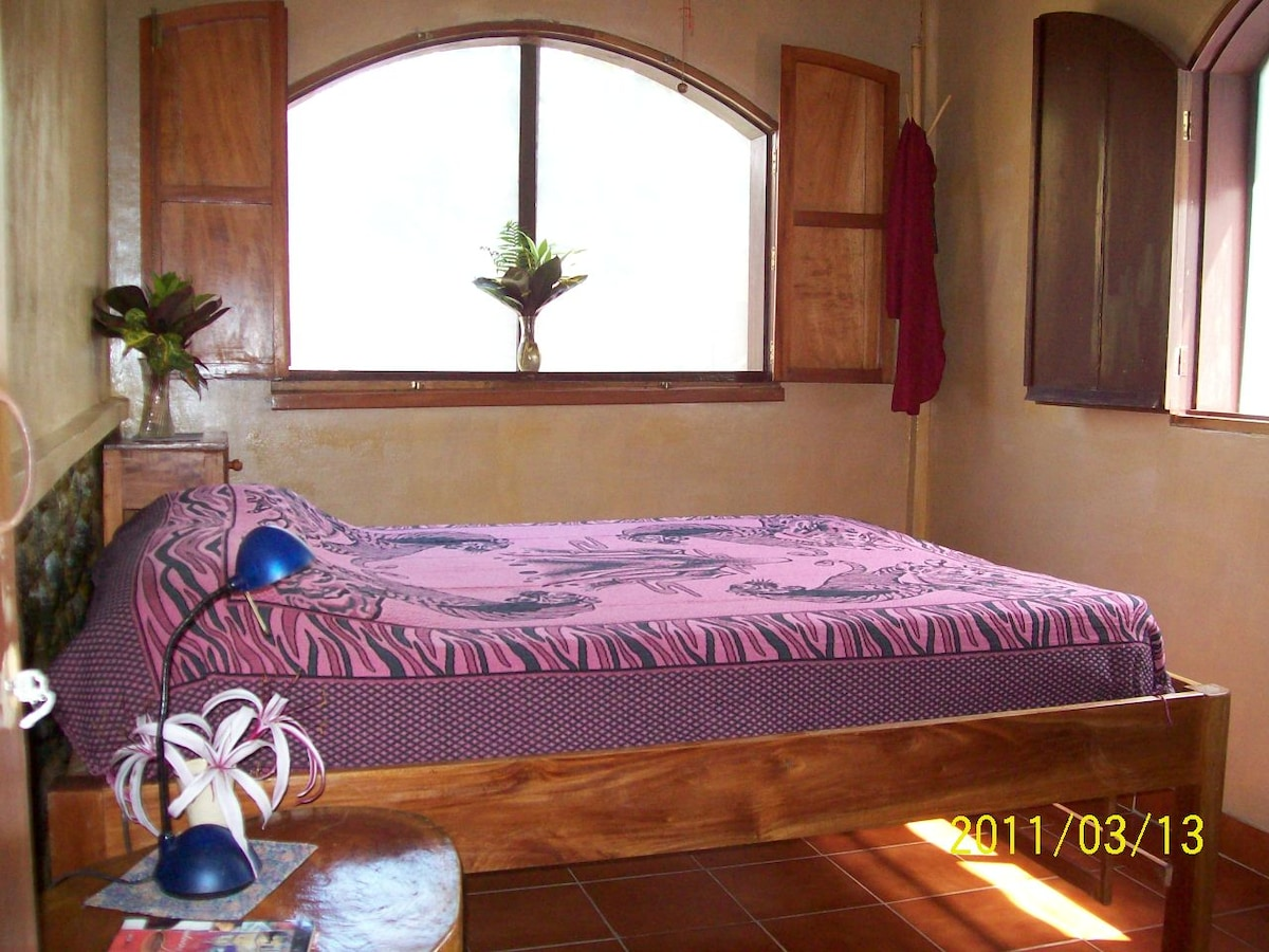 In the main guest house - 3 bdrms - 1 w/ dble bed and 3 ind beds w 1 upstairs - the house sleep 5 comfy