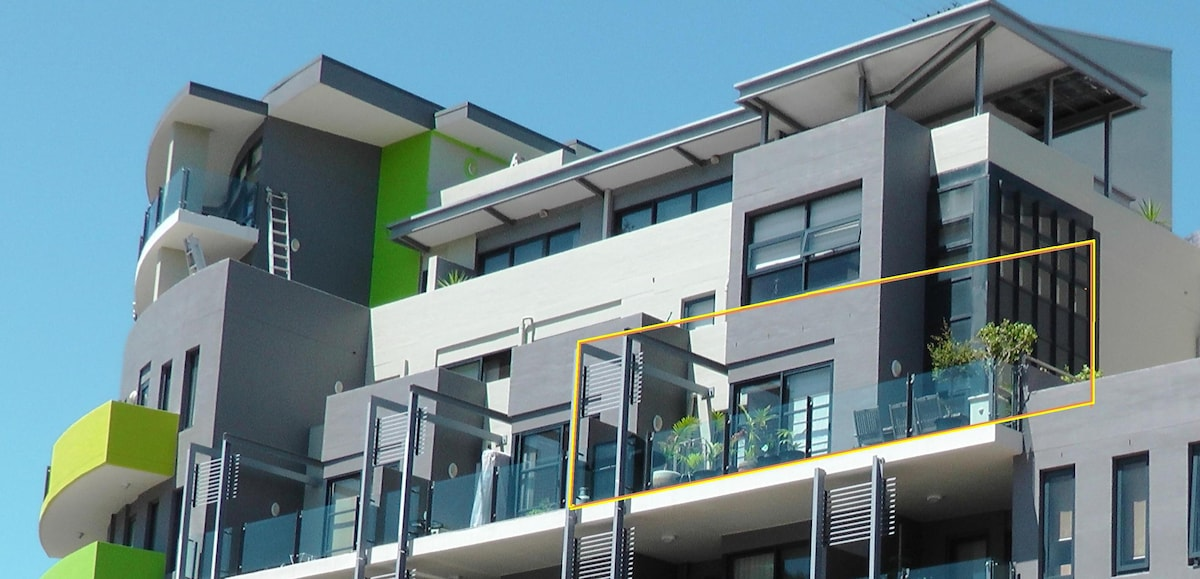 Dee Why's Premier accommodation blocks.  Our home has a large entertainment balcony on the 4th level with BBQ and 8 seater outdoor setting.  Bring your hat and sunscreen as the balcony is bathed in sunshine all day.
