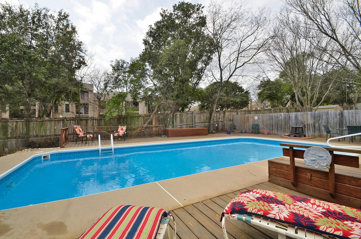 2BR/2BA South Austin With Pool