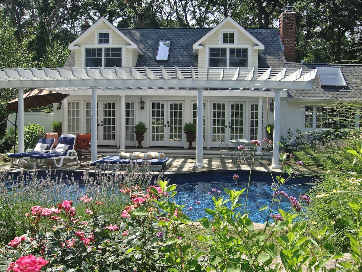5* Luxury in this 5 bed/4 bath Home