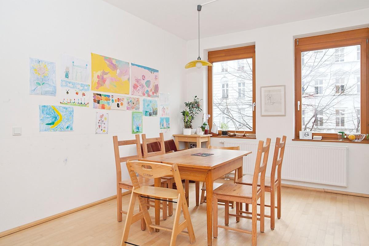 Family apartment in trendy quarter