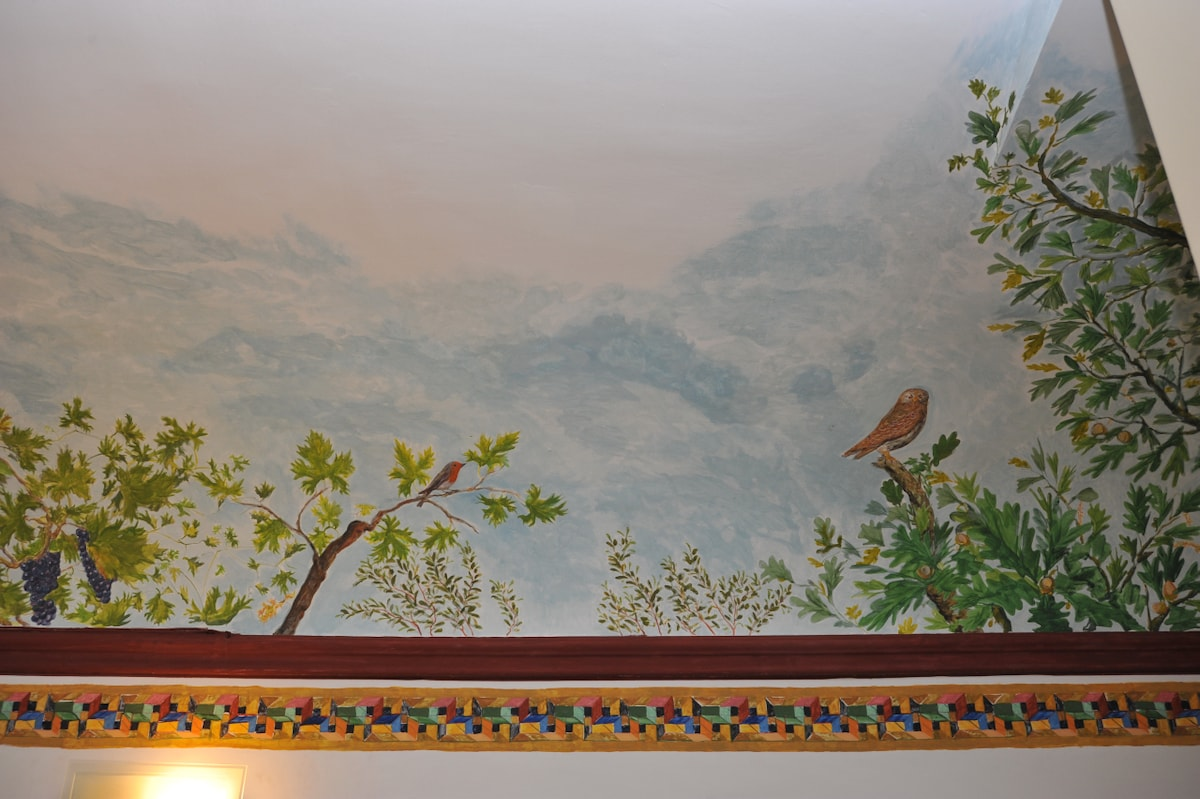 Another mural's detail with mediterranean ornithologic and botanic species