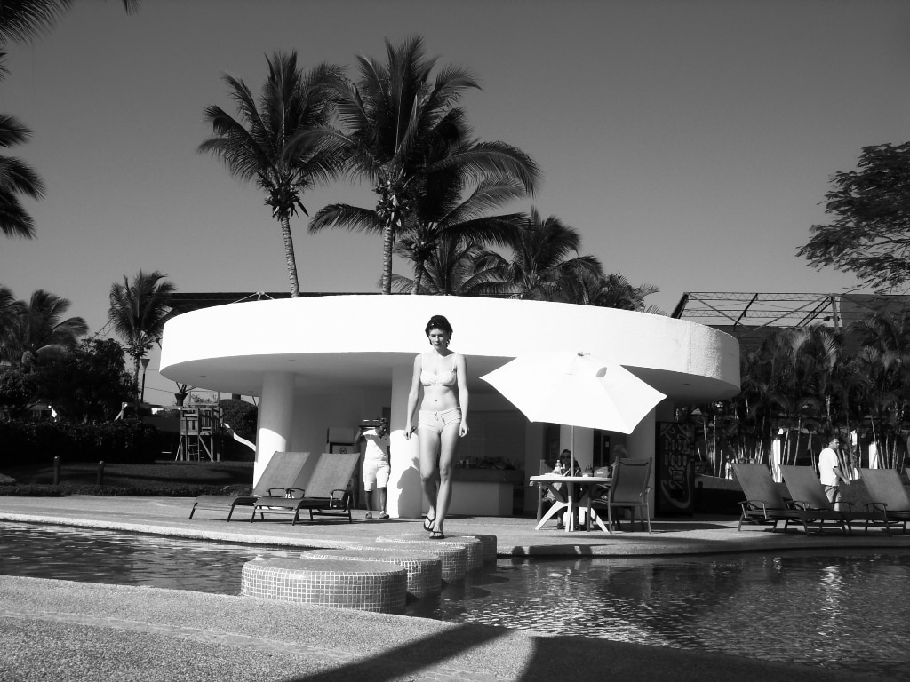 Swimming-pool area and bar (sorry, but this photo came in black and white only)