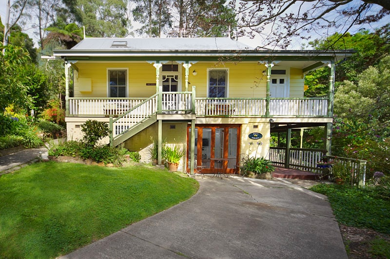 Large 1800's traditional 5 bedroom 3 bathroom country home with all the modern touches