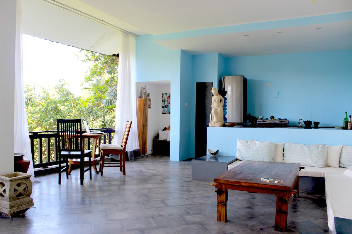 Room for your to spread out and do yoga! Open and spacious.  The blue kitchen matches the sky, the white flowing curtains match the clouds.  Giant oversized built in couches are great for relaxing and lounging after a long day.