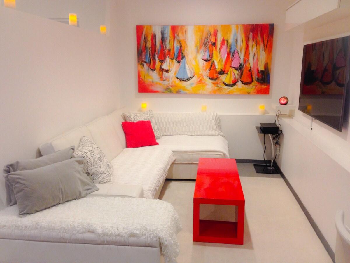 Designer minimalistic 1 bedroom