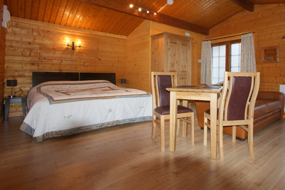 'The Larches' Log Chalet (2 people)
