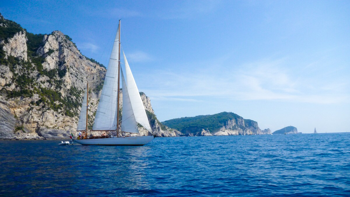 Rondine II - 60 feet private classic yacht with crew in Cinque Terre