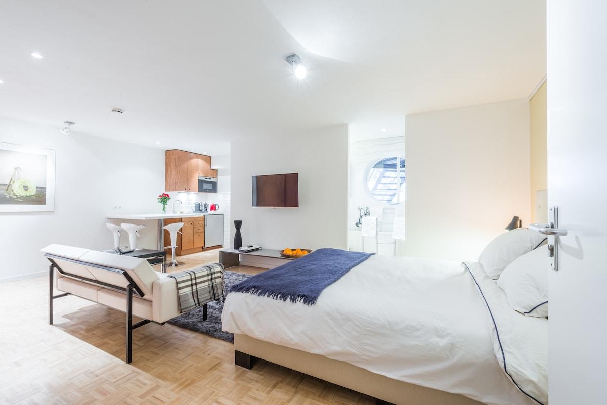 Clean, spacious, private studio-appartement