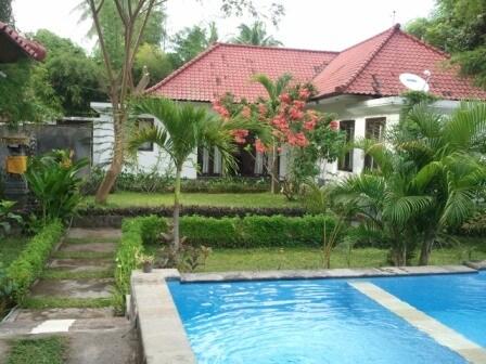 2bdroom villa near beach big garden