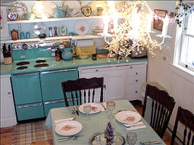 EAT IN KITCHEN SEATING FOR SIX
