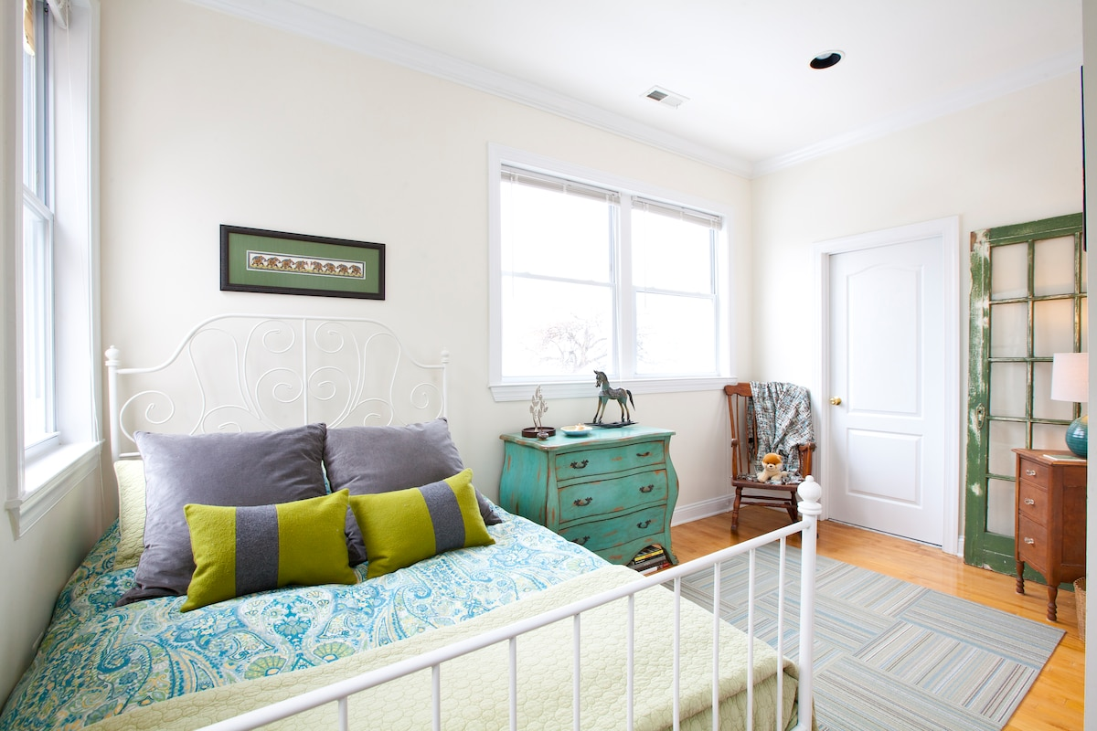 Gorgeous guest room with private bath is your sanctuary for work or play in Washington D.C.