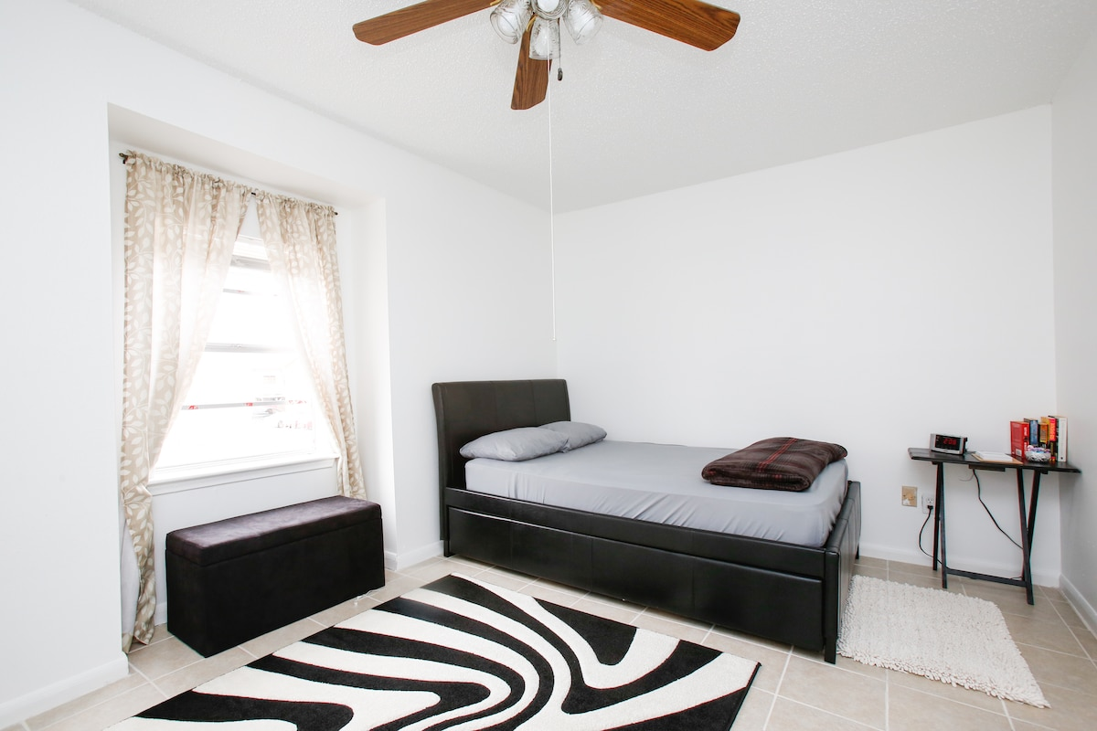 Cozy 1 bedroom near the airport