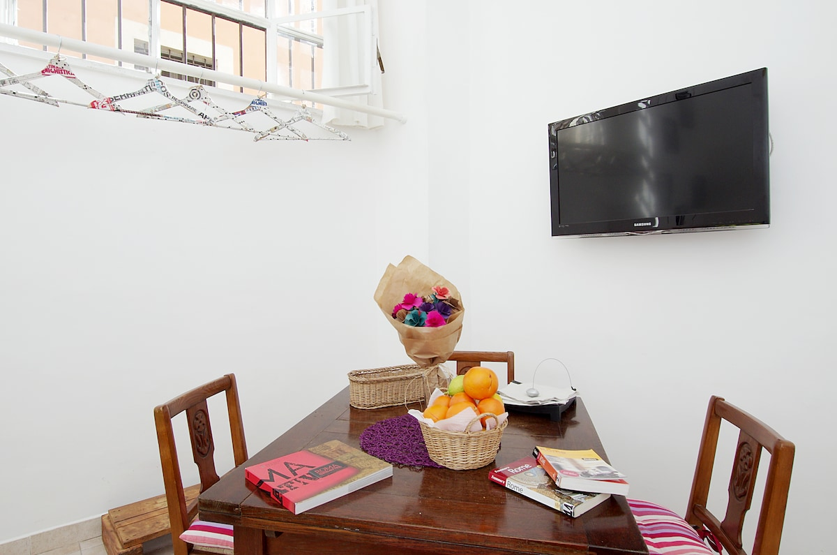 Extension table,TV Led,guides,fresh fruit.. Hangers do it yourself.