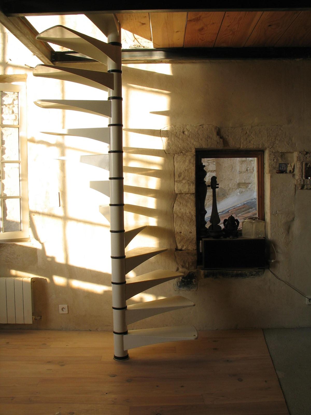 L'escalier dans la lumière du soir. C'est lumineux, non ?