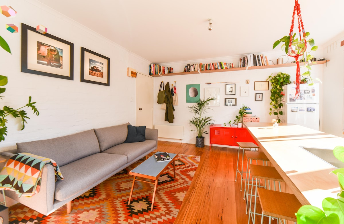 Our cosy studio apartment just meters from famous Gertrude Street