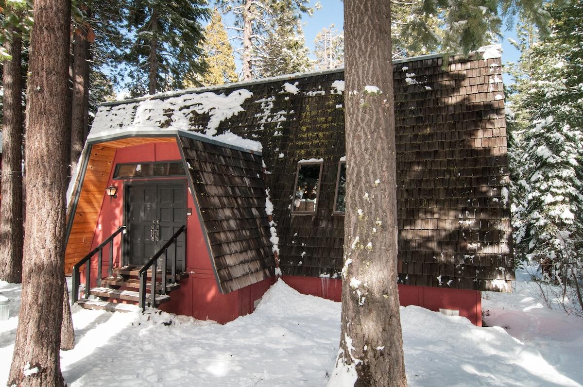 Cozy Cabin in the woods in Winter
