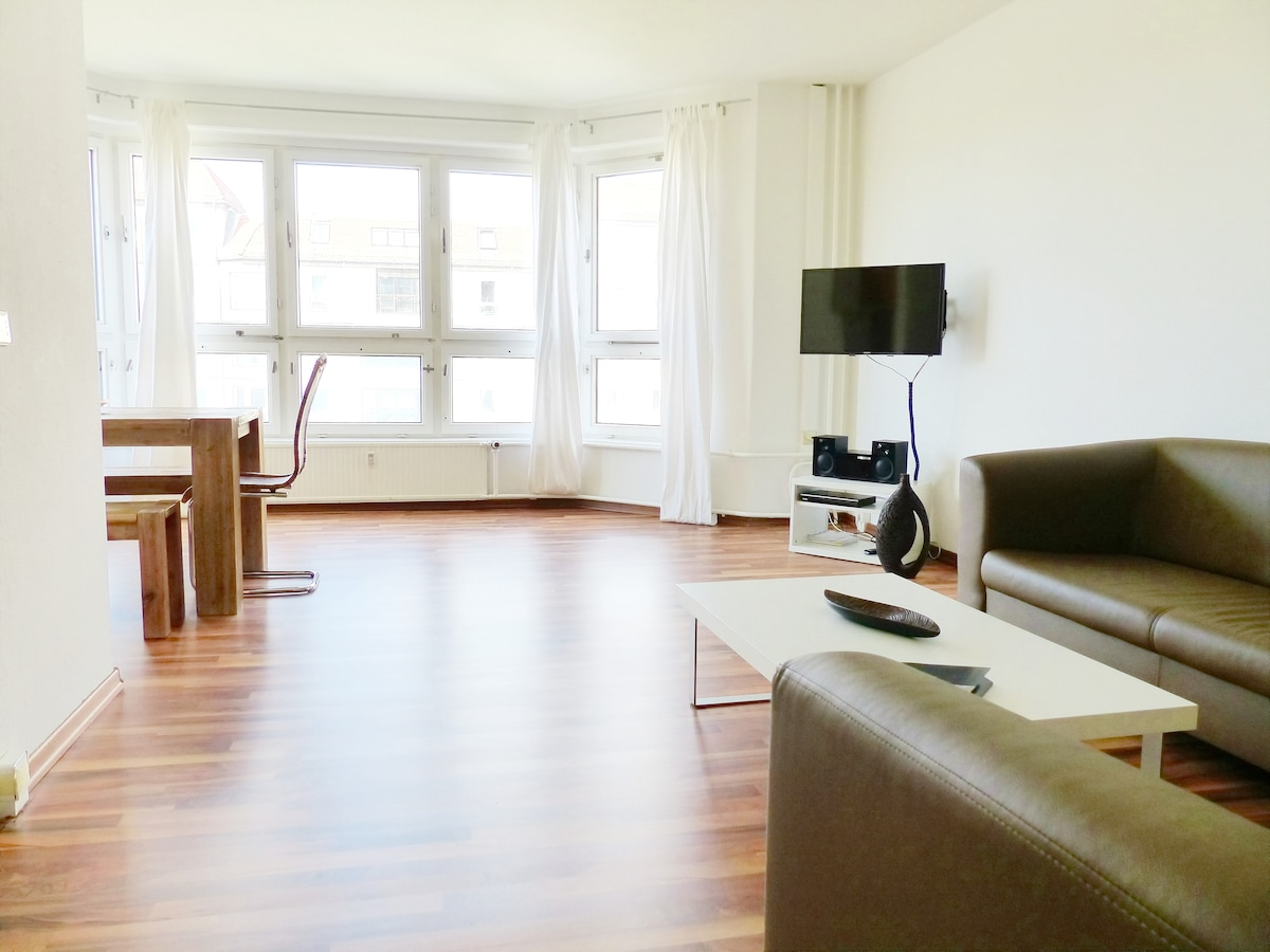 BIG APARTMENT- SMART PRICE ! W8863