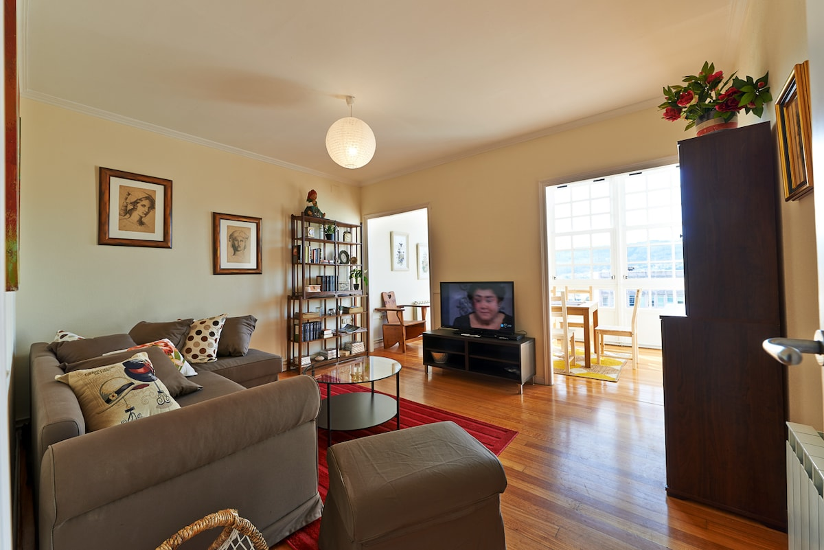 Gran sala de estar detallista y acogedora