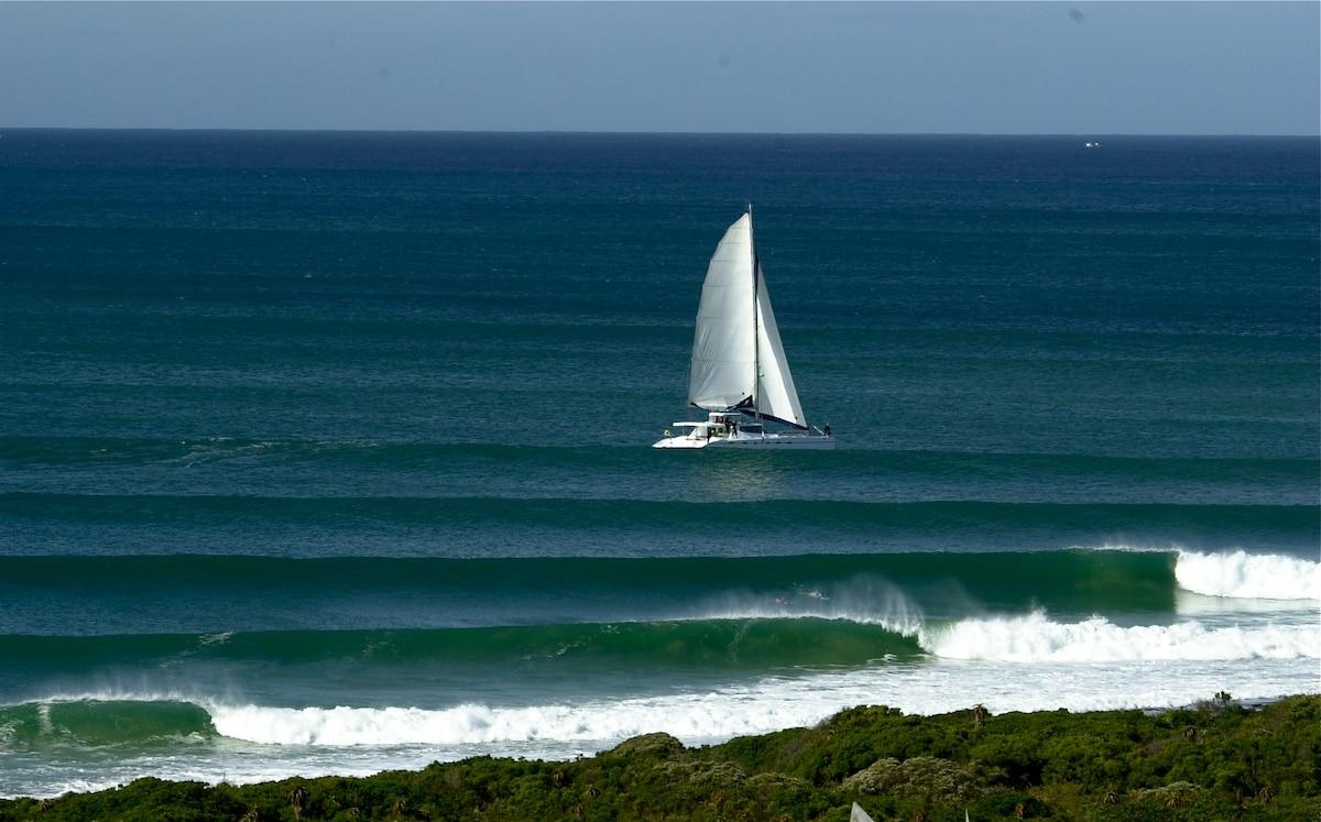Luxury Surf View Flat 150m to Beach