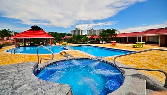 Beautiful community pool, spa, children's pool, lounge chairs, pinic tables and covered 'rancho's' with table and chairs.