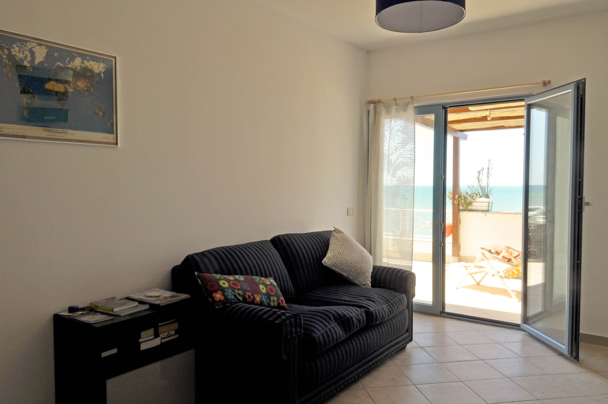 LIVING ROOM: Sofa bed (130X190 cm), access to the terrace