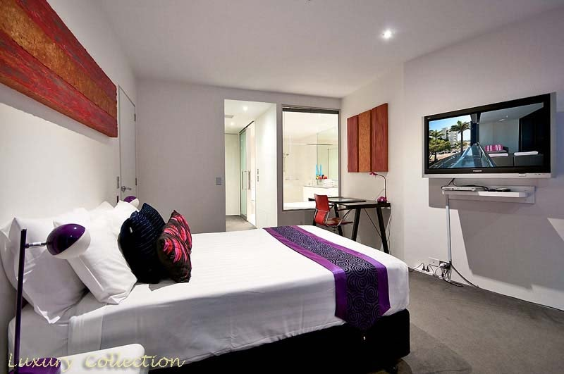 Huge Master Bedroom and Ensuite, 42 inc wall mounted Plasma with separate Foxtel with Sports.