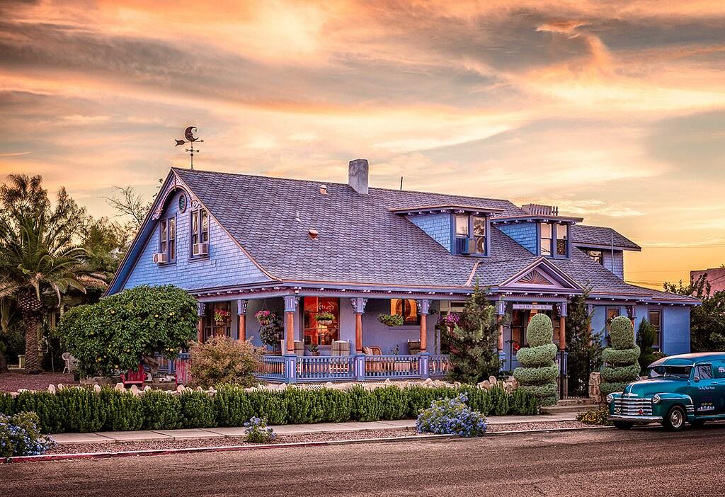 Studio Apt / The Big Blue House Inn