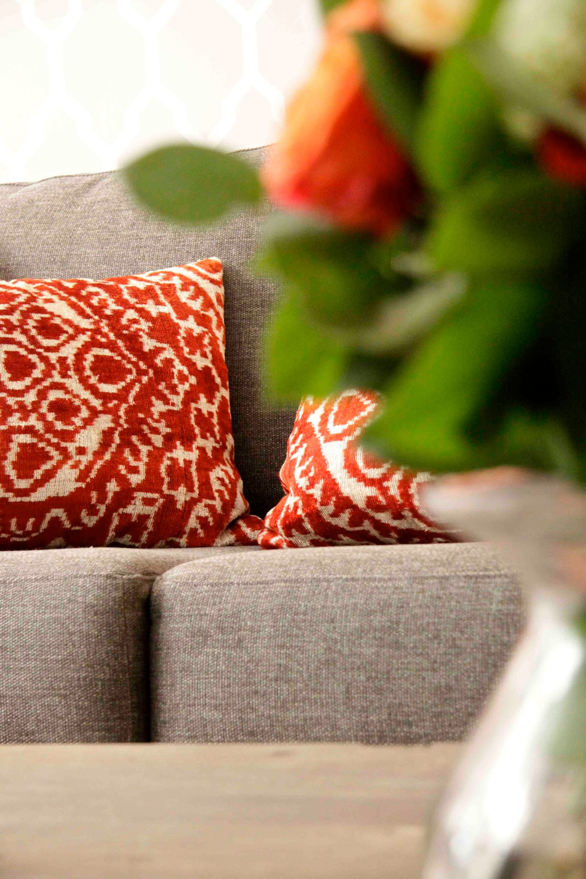 Comfy, comfy sofa that folds out into an ever comfier queen size bed. Sweet dreams...