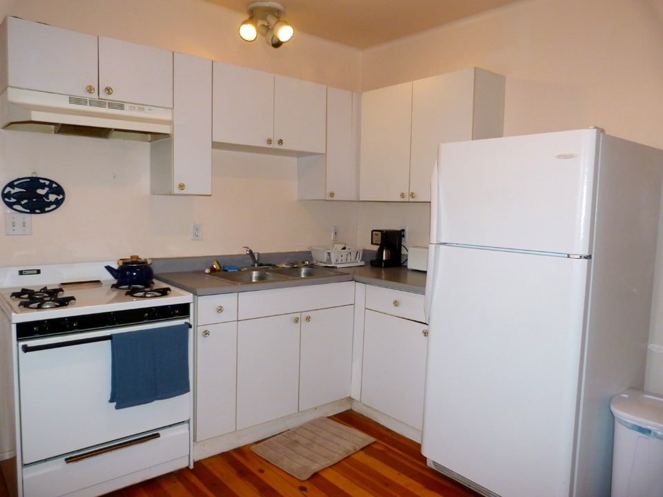 This is the kitchen: basic, but complete!